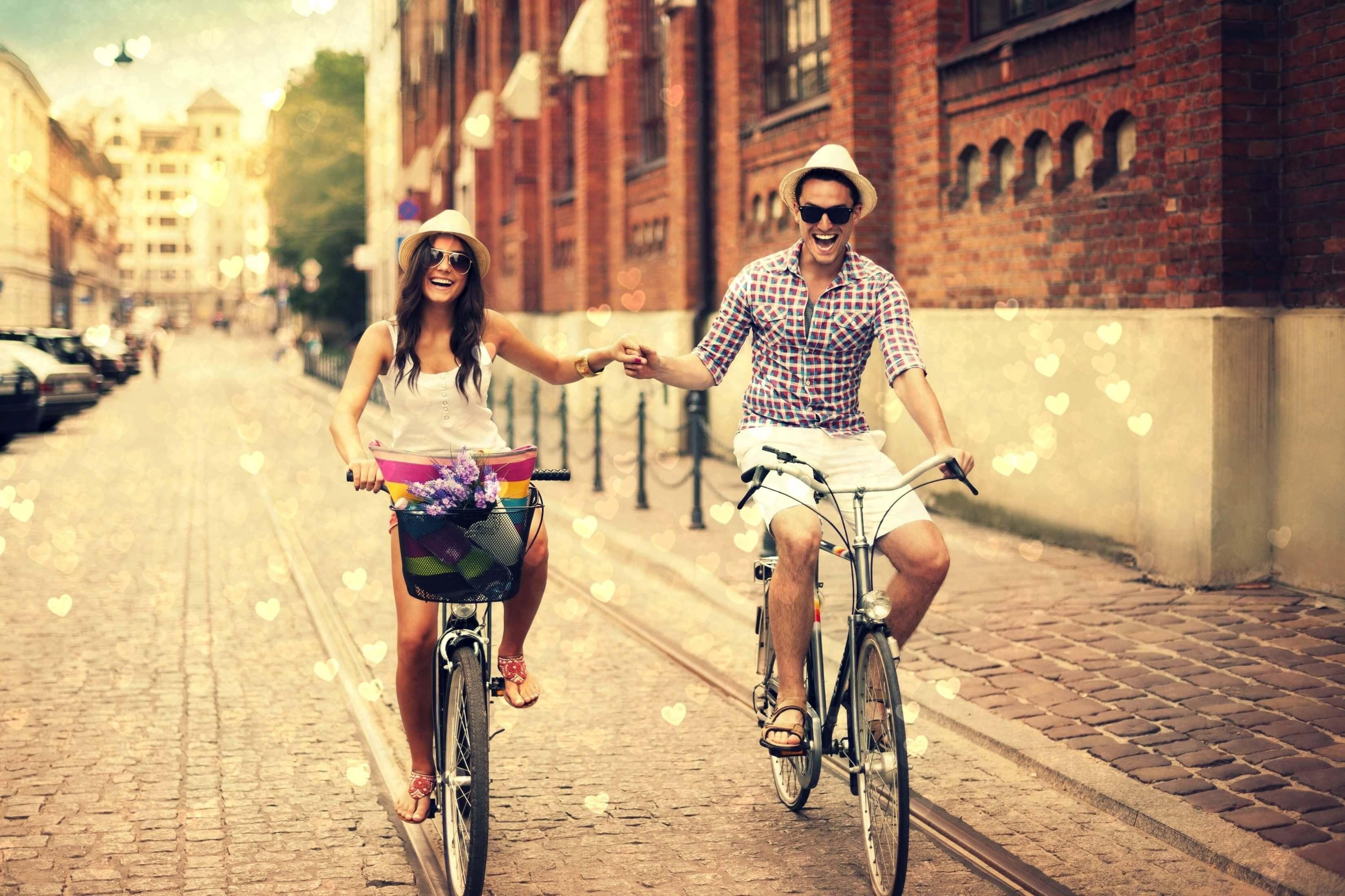 Парней с девушкой погулять
